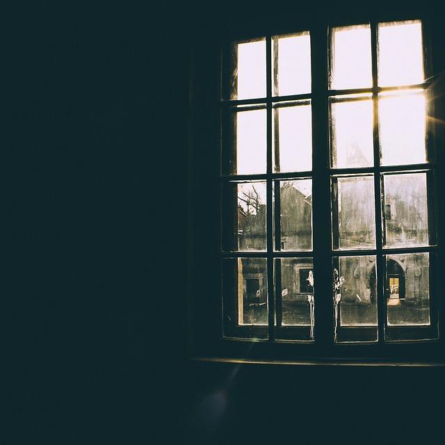 tmavé okno