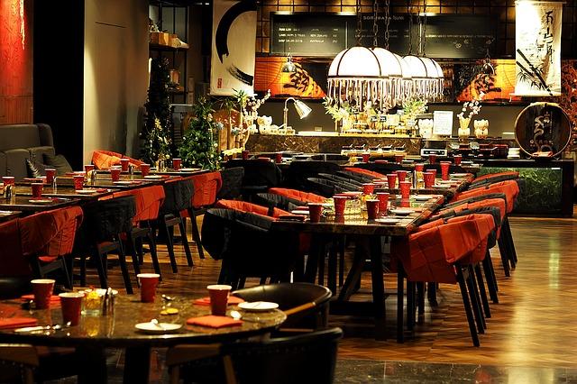 stoly v restauraci