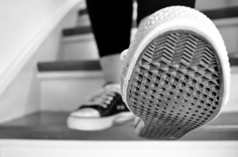 Tenisky, chôdza po schodoch, číňanky